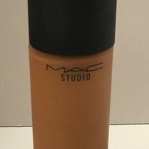 MAC studio Water-weight Spf30 Foundation NC45 Full